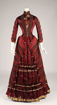 Victorian fashion show / I am thoroughly smitten with the deeply saturated hue of this crimson Victorian dress from 1870s Fashion, Edwardian Fashion, Vintage Fashion, Gothic Fashion, Steampunk Fashion, Emo Fashion, Dress Fashion, Vintage Gowns, Mode Vintage