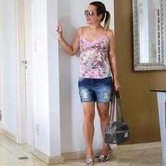Se é pra desafiar, então tem que tirar o que ela mais ama no armário. Um semana sem poder usar #jeans 😲 calça, saia, camisa, shorts, bermuda, macacão, não importa. Vai ficar sem ele até a próxima segunda. Este é o desafio da semana. 😱😰 Quem está assistindo aos vídeos do stories? Tem muita resenha lá diariamente #boatarde #fashionlovers