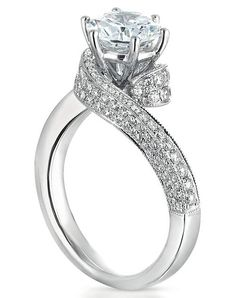 Engagement Ring of my dreams! This with Luke Bryan on his knee would make me one…