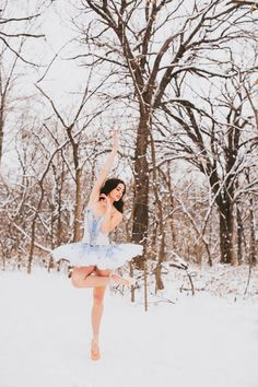 natalie wyn wiley Ballet in the snow Outdoor Ballet Photography, Ballerina Photography, Dance Photography Poses, Snow Photography, Ballet Dance Videos, Ballet Poses, Ballet Dancers, Ballet Senior Pictures, Dance Pictures