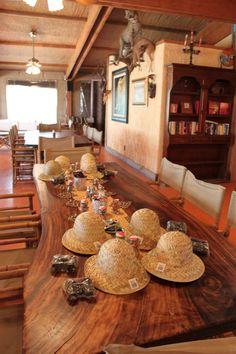 Safari Birthday party - so cute!  LOVE this table!!