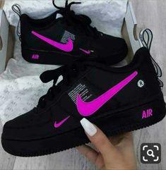 Sapatilhas Nike Air rosa preto com Nike Nike e placa de ar - Schuhe - Moda Sneakers, Sneakers Nike, Yellow Sneakers, Girls Sneakers, Tenis Nike Air, Jordan Shoes Girls, Girls Nike Shoes, Teen Girl Shoes, Girls Shoes