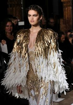 Zuhair Murad Couture jaro - léto 2013 Zuhair Murad Couture Frühling - Sommer 2013 Source by . Gold Fashion, Fashion Week, Fashion Details, Runway Fashion, Fashion Art, High Fashion, Fashion Show, Fashion Design, Net Fashion