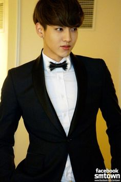 OMG! *has a fangirl moment* #Kris in a suit *___________*