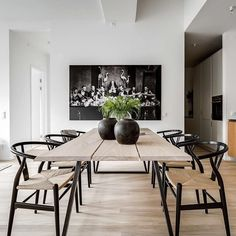 Today we are talking about the best white dining room decor for your dining room design. Dining Table Design, Dining Room Table, Dining Area, Dining Rooms, Esstisch Design, Dining Room Inspiration, Dining Furniture, Living Room Decor, Bedroom Decor