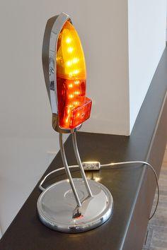 Lampe design vintage réalisée a partir de feux arrieres de véhicule d'époque