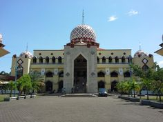 Great Mosque in Maros -  South Sulawesi  is beautiful and large in middle of town,  majority Muslim people make this mosque full if Friday pray.  Alhamdulillah I can visit and pray in this mosque