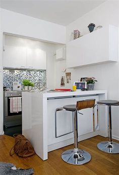tiny kitchen and dining counter Small Space Kitchen, Small Space Living, Tiny Living, Small Rooms, Small Spaces, Small Tiny House, Small Space Design, Tiny Apartments, Small Apartment Decorating
