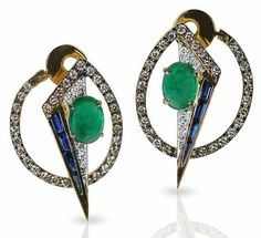 Oto earrings by Kavant and Sharart Jewelry from the Geo-Art collection. Made in 18k yellow gold with cabochon emeralds blue sapphires and white diamonds. And with a strong artístical influence of the Cubism and Art Abstract.  __________  Pendientes Oto de Kavant and Sharart de la colección Geo-Art. Realizados en oro amarillo de 18 quilates con esmeraldas en cabujón y zafiros azules. Y con una fuerte influencia del Cubismo y del Arte Abstracto. __________  Regrann from @kavantsharartAvailable…