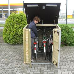 In der Fietsa Solida 150 ist Radfahren leicht zu befahren - Online Pins For You Bicycle Storage Shed, Outdoor Bike Storage, Bike Shed, Backyard Hammock, Small Backyard Pools, Backyard Landscaping, Garage Velo, Bicycle Garage, Bike Locker