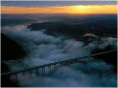 I thought West Virginia was not a very pretty state? Uhh you may wanna take a rain check on that! New River Gorge Bridge, West Virginia West Va, West Virginia, Great Places, Places To See, Beautiful Places, Beautiful Scenery, Beautiful Landscapes, National Geographic Fotos, Virginia Occidental