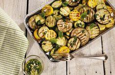 Grillet squash og aubergine | Roede-kjøkkenet | Grete Roede Zucchini, Grilling, Vegetables, Food, Meal, Crickets, Veggies, Essen, Vegetable Recipes
