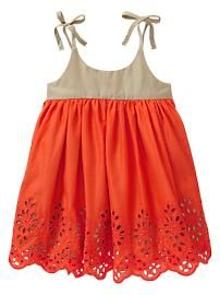 Eyelet colorblock dress. I will have to learn to make these lol. If I ever have a girl