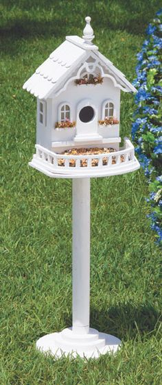 Love this pretty birdhouse.....