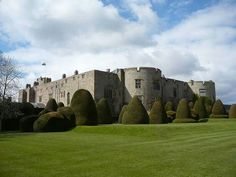 Visit Wales and its Beautiful Castles! Wales has castles, either ruined or in perfect condition. Here is a pick of 45 Castles in Wales! Castle Doors, Castle Ruins, Castle House, Medieval Castle, Medieval Fortress, Welsh Castles, Castles In Wales, Castles To Visit, Visit Wales