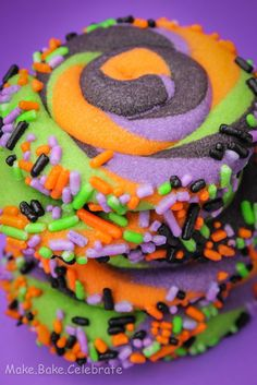 MBC: Swirly Halloween Cookies http://makebakecelebrate.blogspot.com/2012/09/swirly-halloween-cookies.html