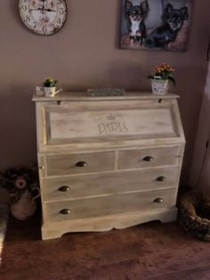 Ook deze is van Malou de Annie Sloan Fan :) Old Furniture, Repurposed Furniture, Annie Sloan Chalk Paint Dark Wax, Great Legs, Love Painting, Van, Antiques, Wood, Home Decor