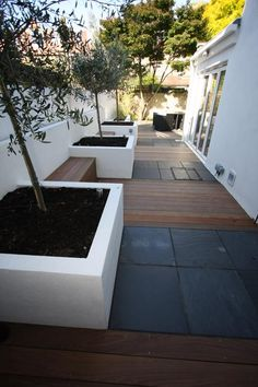 Enhance the garden and exterior with luxurious paving stones, patio stones, paving slabs and many other natural stone paving exclusively from London Stone. Back Gardens, Small Gardens, Outdoor Gardens, Slate Paving, English Garden Design, Modern Garden Design, Minimalist Garden, White Planters, Garden Architecture