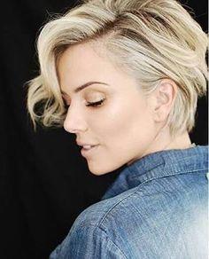 Risultati immagini per natalia rodrigues cabelo curto Hairstyles Haircuts, Cool Hairstyles, Medium Hair Styles, Curly Hair Styles, Shot Hair Styles, Great Hair, Hair Today, Hair Dos, Short Hair Cuts