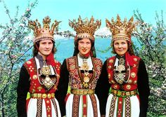 Vintage photo from Hardanger, Norway, 3 ladies wearing traditional bridal costumes. Traditional Wedding Dresses, Traditional Outfits, Happy Independence, Folk Costume, Costumes, Georgia, Thinking Day, Bridal Crown, Folklore