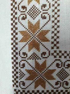 Tips å bruke garn som Cross Stitch Borders, Cross Stitch Designs, Cross Stitch Patterns, Crochet Bedspread, Tapestry Crochet, Baby Knitting Patterns, Knitting Stitches, Tapete Floral, Button Hole Stitch