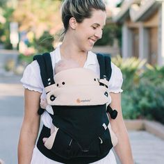 <p>The perfect gift for new parents: our award-winning Ergobaby 4 Position 360 Baby Carrier in Black & Camel with its innovative ergonomic forward-facing position to discover the world, and the matching Easy Snug Infant Insert for a cozy transition to the world from the womb for newborns.</p>