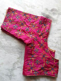 Really pretty. Awesum Best Blouse Designs, Simple Blouse Designs, Blouse Neck Designs, Hand Embroidery Dress, Simple Embroidery, Hand Embroidery Designs, Kerala Saree Blouse Designs, Kutch Work Designs, Hand Work Blouse Design