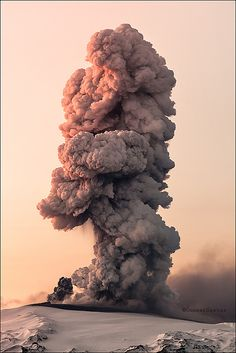 Eyjafjallajökull volcano eruption, via Flickr.