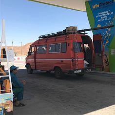 #red #todayisred #redoftheday #instared #rood #vandaagisrood #mooiroodisnietlelijk #everyday #project2017 #bus #marokko #ontheroad #gasstation #ouarzazate #busje #benzinestation #oldschool