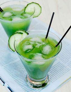 L'équation: jus de concombre frais, jus de citron frais, jus de cranberry On fait comment? Coupez un tronçon de concombre d'environ 5 cm. Epluchez-le ...