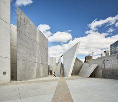 National Holocaust Monument / Studio Libeskind - Architecture I Daniel Libeskind - Arquitectura Concrete Architecture, Concrete Building, Futuristic Architecture, Architecture Design, Chinese Architecture, Architecture Office, World Trade Center, 3d Modellierung, Exposed Concrete