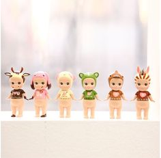 Sonny Angel Valentine Series Figure is a very cute and adorable set of figures! The Sonny Angel Valentine Series Figures features 7 limited edition styles including the Secret style. You can use these figures to decorate your workspace or use it to decorate any setting!