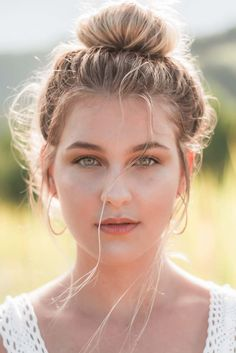 Beach Hair, Don't Care: 5 Gorgeous Summer Hairstyles You Have to Try Spring Hairstyles, Bun Hairstyles, Men's Hairstyle, Formal Hairstyles, Hairstyle Ideas, Wedding Hairstyles, Neutrogena, Beauty Trends, Beauty Hacks