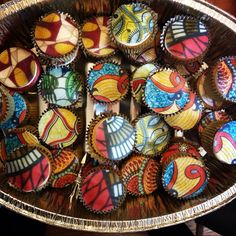 African print cupcakes African Wedding Cakes, African Wedding Theme, African Theme, African Cake, Ghana Traditional Wedding, African Babies, Henna Party, African Inspired Fashion, African Fabric