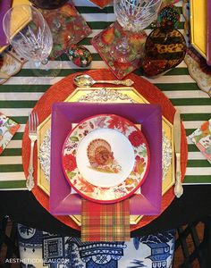 Turkey paper plates, Thanksgiving table