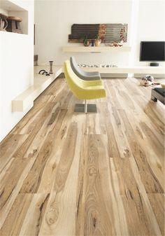 Panele charakteryzują się elegancką stylistyką drewnopodobną oraz wysoką odpornością na ścieranie. Powierzchnia o strukturze starego drewna sprawi, że panele serii Family idealnie skompnują się z wnętrzem pomieszczenia, w których drewniana podłoga stranowi podstawę aranżacyjną.