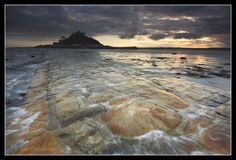 Penzance-you can walk this underwater stone path all the way to the island Mt. St Michael's Mount, Stone Path, Sea And Ocean, Out Of This World, British Isles, Paths, Places To Go, Beautiful Places, Tours