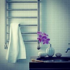 In this post you will find the information and pictures about Traditional towel radiator for your bathroom. Interier and desing bathroom, bathroom accessories, useful tips, etc. Bathroom Radiators, Bathroom Toilets, Bathroom Hooks, Bathroom Ideas, Traditional Towel Radiator, Toilet Cistern, Flush Toilet, Bathroom Interior, Bathroom Accessories