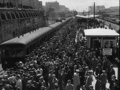 Nowy Most Warszawy 1949  #warszawa #warsaw #polska #moast #kronika #pociąg #ludzie #tłum