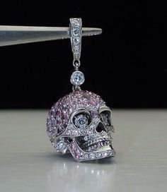 Skull charm! I wish Pandora made something like this! ✌ ▄▄▄Click…