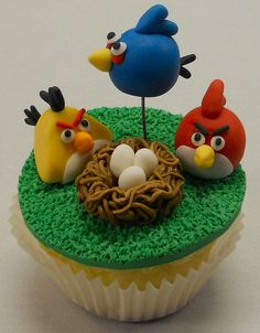 Angry Birds Cupcake - might try and make something or get something along these lines for my nephews birthday.