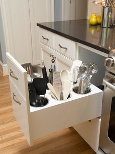 Genius DIY Kitchen Storage and Organization Ideas… is PERFECT for All Kitchens! Creative Utensil Storage, Genius DIY Kitchen Storage and Organization Creative Utensil Storage, Genius DIY Kitchen Storage and Organization Ideas Kitchen Ikea, Kitchen Redo, Smart Kitchen, Kitchen Utensils, Organized Kitchen, Cooking Utensils, Kitchen Hacks, Kitchen Pantry, Kitchen Upgrades