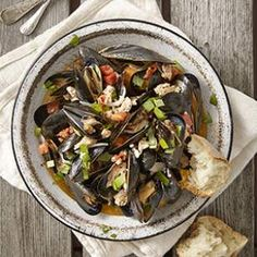 When mussels and turkey sausage meet up with white wine and tomato, pure kitchen alchemy occurs in this quick dinner recipe.