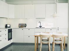 3h + k + s + käyttöullakko. Löydä uusi kotisi Etuovi.comista jo tänään! Kitchen Cabinets, Table, Furniture, Home Decor, Decoration Home, Room Decor, Cabinets, Tables, Home Furnishings