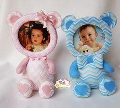 Molde de Ursinho porta retrato para download Felt Crafts, Crafts To Make, Baby Frame, Felt Baby, String Art, Decor Crafts, Baby Car Seats, Baby Shower, Children