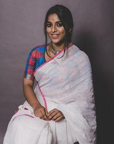 Exclusive stunning photos of beautiful Indian models and actresses in saree. Ethnic Sarees, Indian Girls, Indian Ethnic, Saree Blouse Patterns, Rihanna Style, Perfect Figure, Stylish Sarees, Saree Look, Indian Models