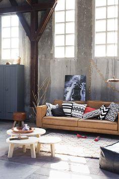 Robuuste eenvoud: zandtinten met een spannende accentkleur. #wooninspiratie #woonkamer #karwei