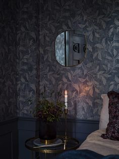 Oriental motifs make really great combination with the traditional Scandinavian interiors, which is proven by designers of Swedish wallpaper brand Boras ✌Pufikhomes - source of home inspiration Blue Floral Wallpaper, Dark Wallpaper, Swedish Wallpaper, Bedroom Decor, Wall Decor, Scandi Bedroom, Interior And Exterior, Interior Design, Luxury Girl