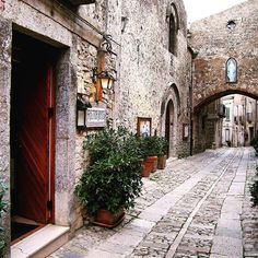 Erice, Sicily ❤ read about it on: Whenelsewhere.wordpress.com  #erice #sicily #trapani #italy #italia #sicilia #travelbug #travelblog #travelgram #travel #explore #mediterraneandream #sicilianjourney #sicilysummer #oldtown #historic #castle #mountain #relaxing #quaint #magical