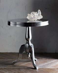 beautiful table....just for the cake!